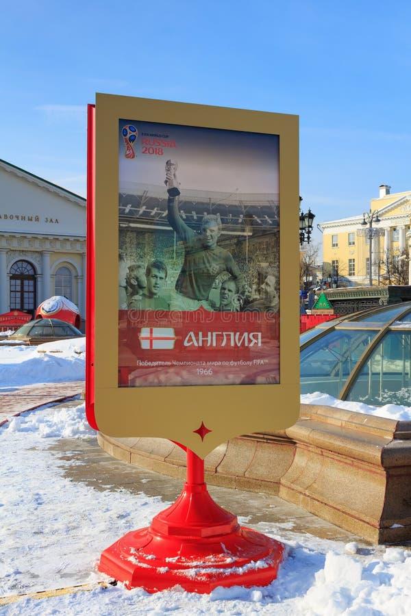 Moskva Ryssland - Februari 14, 2018: Advertizingaffisch som är hängiven till England det nationella fotbollslaget på helgdagsafto royaltyfria foton