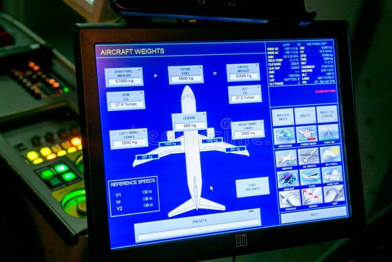 Moskva Ryssland - Februari 18, 2015: Hydraulisk simulator för verkligt flyg för utbildningen av piloterna arkivbilder