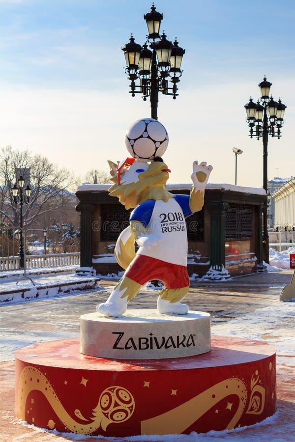 Moskva Ryssland - Februari 14, 2018: Wolf Zabivaka den officiella maskot av den mästerskapFIFA världscupen Ryssland 2018 på den M royaltyfria bilder