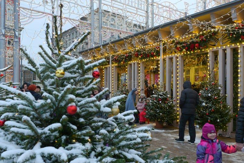 MOSKVA RYSSLAND - Januari 5, 2018: Jul och mässa för nytt år arkivfoto