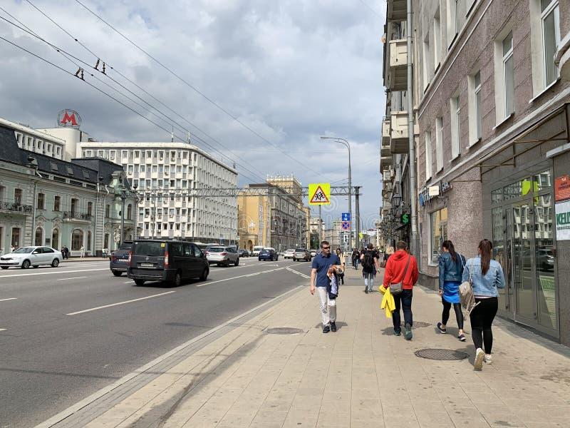 Moskva Ryssland, Juli, 16, 2019 Folk som går på Prospekt Mira i Moskva royaltyfri foto