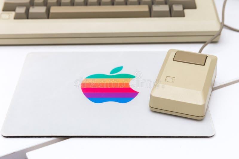 MOSKVA RYSSLAND - JUNI 11, 2018: Gammal original- Apple Macmus i museum i Moskva, Ryssland royaltyfri bild