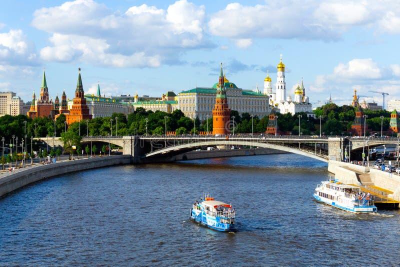 Moskva Ryssland - Juni 8, 2019: Panorama av Moskva och Kreml på Moskvafloden Klassisk sikt av Moskva arkivbild