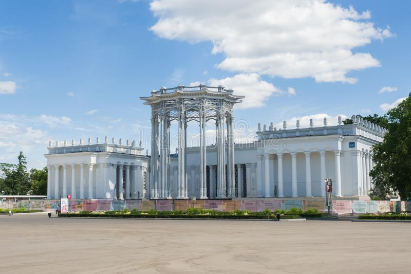 Moskva Ryssland - Juni 24, 2019: Paviljong av den sovjetiska kulturen, gamla som är uzbekisk på VDNKH i Moskva arkivbilder