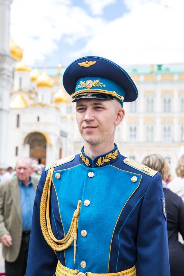 Moskva Ryssland - Juni 24, 2017: Vakt för barnsoldatanseende in royaltyfri foto