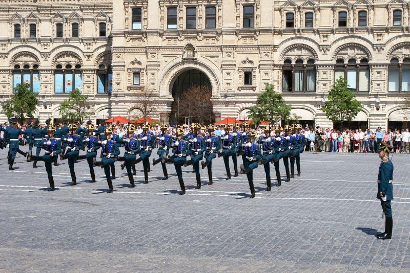 Moskva Ryssland, kan 26, 2007 Rysk plats: skilja sig från hästvakter i MoskvaKreml på den röda fyrkanten royaltyfri foto