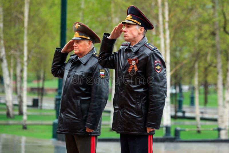 MOSKVA RYSSLAND - MAJ 08, 2017: DEPARTEMENTET av den från den ryska federationen delegationen för INRIKES AFFÄRER lade en krans p arkivbilder