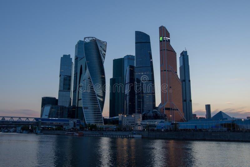 Moskva, Ryssland, Maj 2, 2019, sikt av staden för Moskva för affärsmitt från den Taras Shevchenko invallningen och Moskvafloden arkivbild