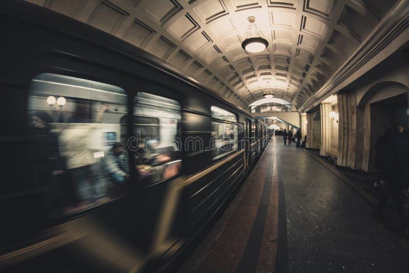 Moskva Ryssland - 2014: Moskvatunnelbanadrev arkivfoton