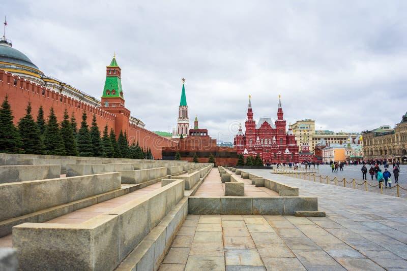 Moskva Ryssland, röd fyrkant, sikt av St-basilikas domkyrka i påsk fotografering för bildbyråer