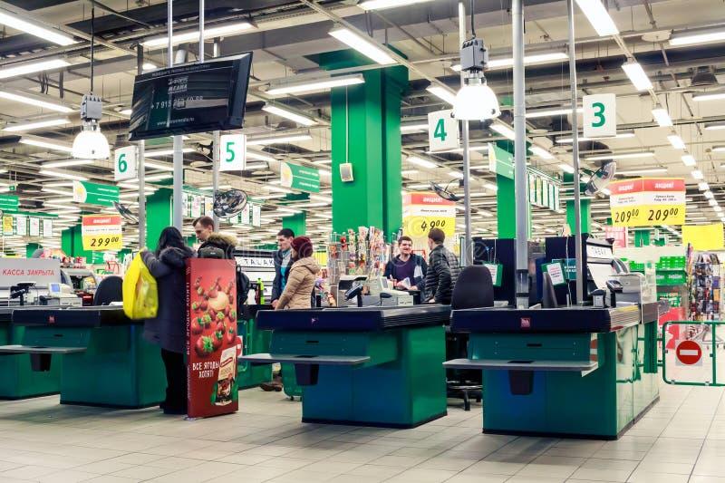Moskva Ryssland: reko köpcentrum arkivbild