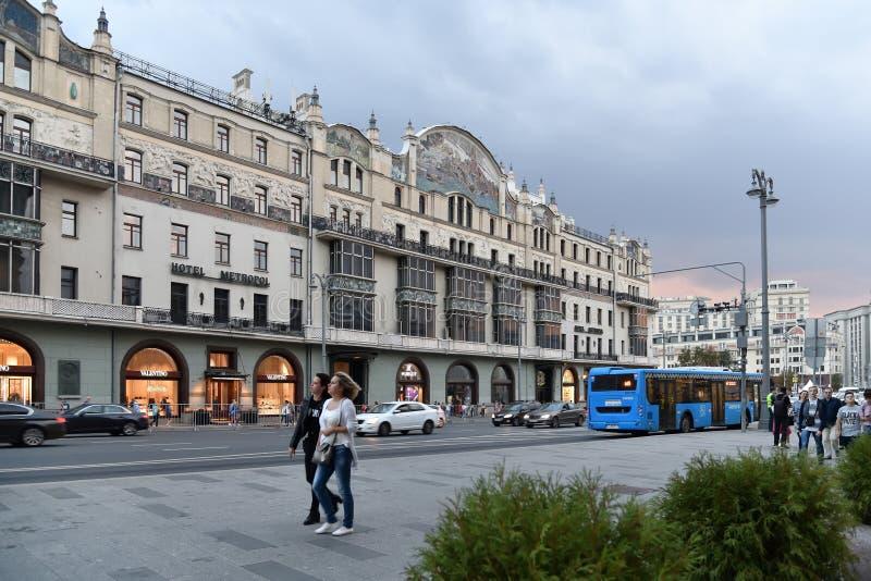 Moskva Ryssland - September 22 2018 Scenisk passage och hotell Metropol royaltyfri fotografi