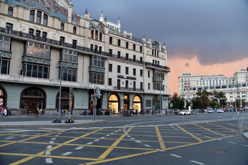 Moskva Ryssland - September 22 2018 Teatralny passage och hotell Metropol royaltyfri fotografi