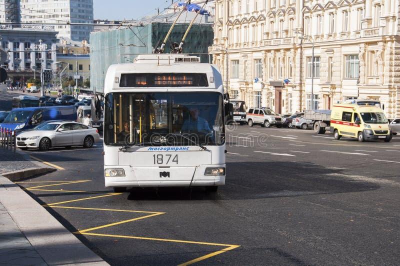 Download Moskva Ryssland 21 09 2015 Trådbussen Ankommer På Hållplatsen På Teatergatan Redaktionell Arkivbild - Bild av trafik, mitt: 78729802