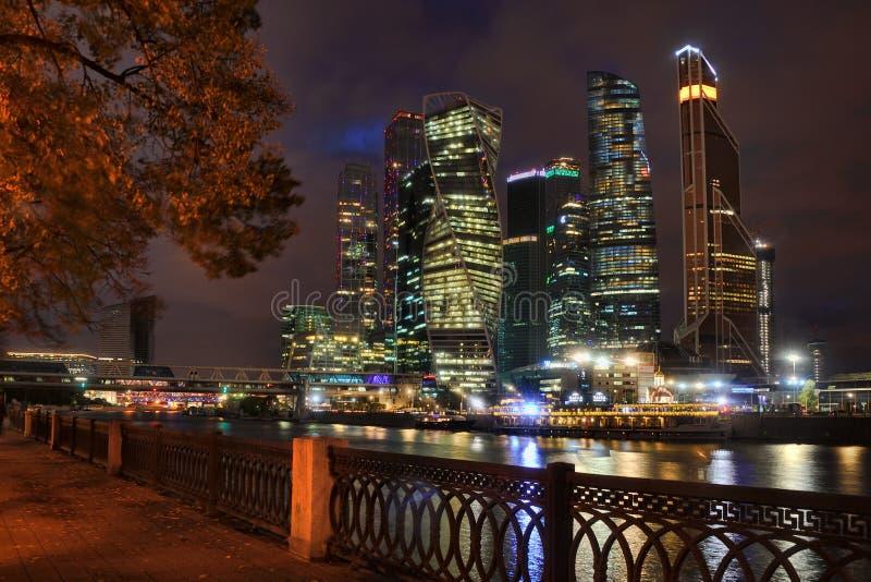 Moskva-ville de remblai de Tarasa Shevchenko la nuit images libres de droits