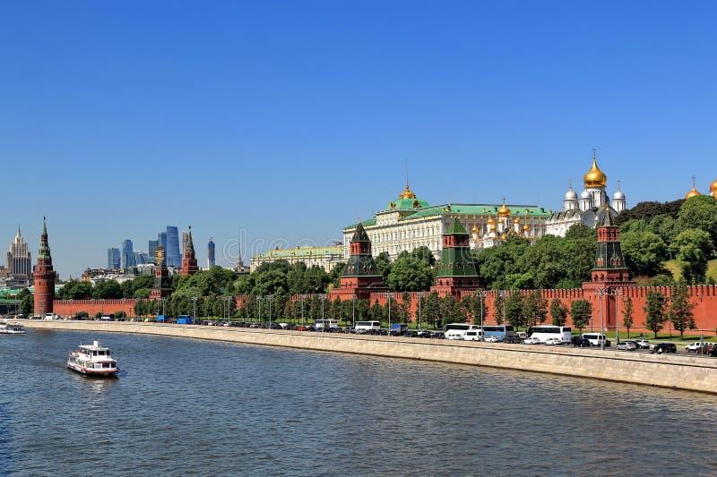 Moskvacityscape av mitten av Moskva med Kreml i Maj fotografering för bildbyråer