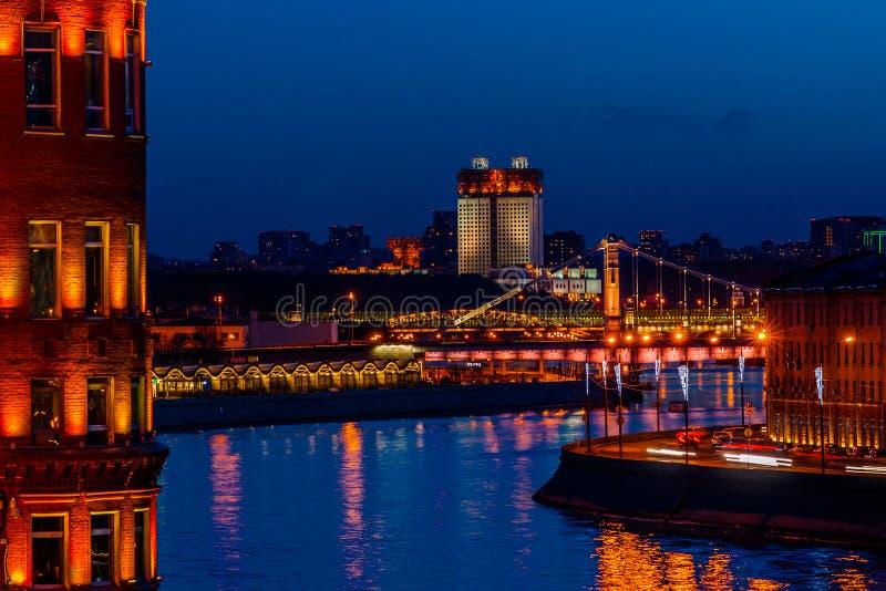 Moskvaflod i aftonen arkivbild