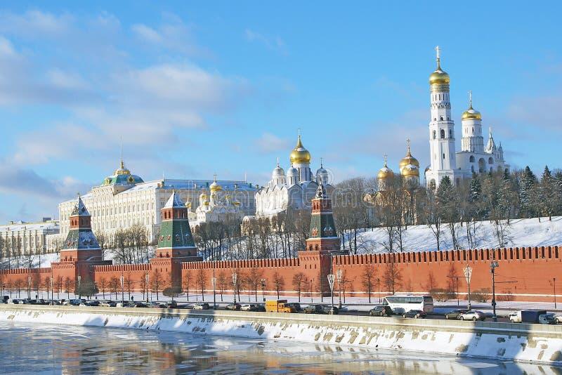 MoskvaKreml i vinter arkivbilder