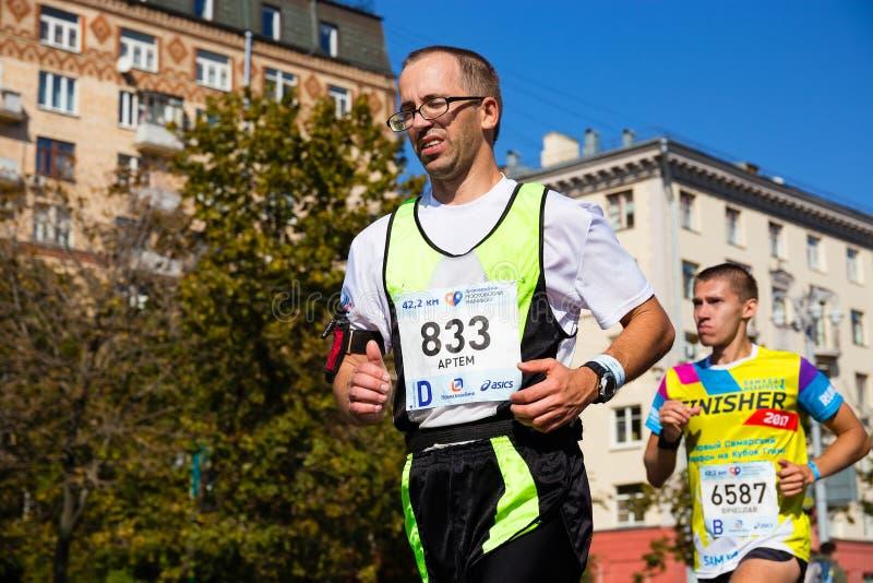 Moskvamaraton av 2017, deltagare i det 42 km loppet arkivbilder