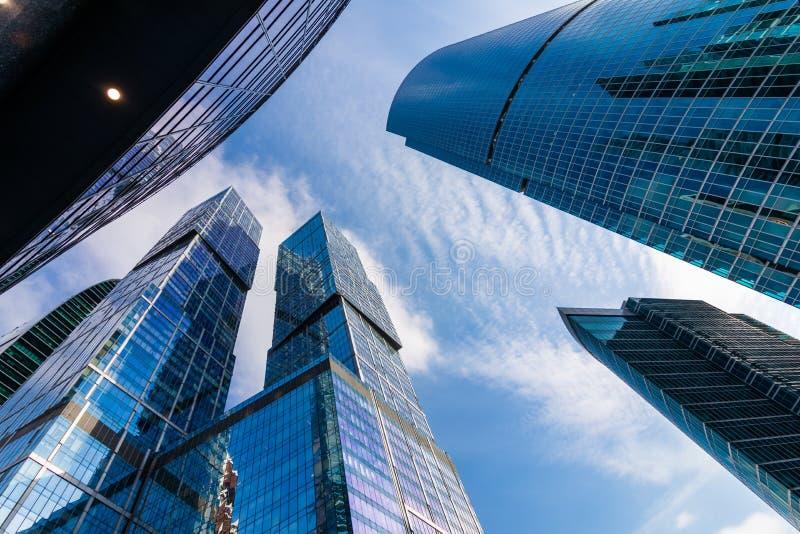 Moskvastad - sikt av mitten för affär för skyskrapaMoskva den internationella royaltyfri bild