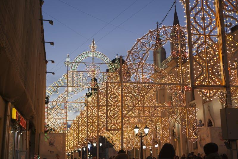 Moskwa dekorował tunel dla nowego roku i bożych narodzeń obraz stock
