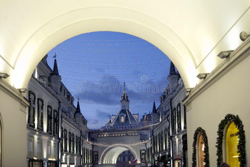 Moskwa dekorował tunel dla nowego roku i bożych narodzeń zdjęcie royalty free