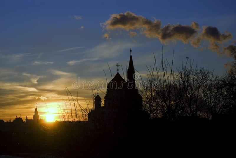 Moskwa Kremlin i Chrystus odkupiciela katedry sylwetka Kolor p zdjęcia royalty free