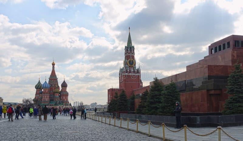 Moskwa Kremlin, Spasskaya wierza, St basila katedra na placu czerwonym zdjęcie royalty free