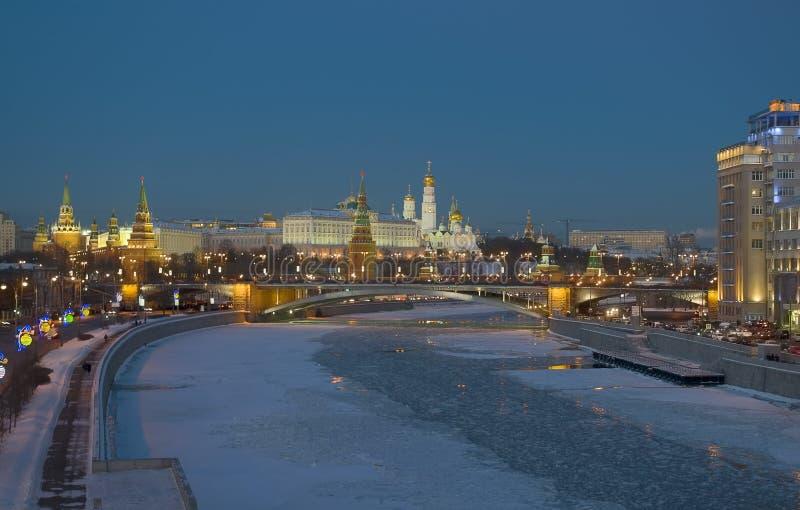 Download Moskwa Kremlin. Zima Wieczór Obraz Stock - Obraz złożonej z most, katedra: 28953655