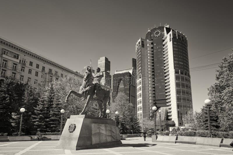 MOSKWA, MAJ, 9, 2018: Zabytek z generałem Bagration P Ja statua: bohater 1812 wojna przed Bagration biurowym centrum biznesu, obraz royalty free