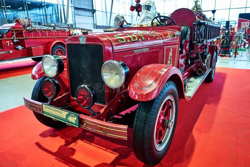 MOSKWA, MAR - 09, 2018: REO 1929 samochód strażacki przy powystawowym Oldti obraz royalty free