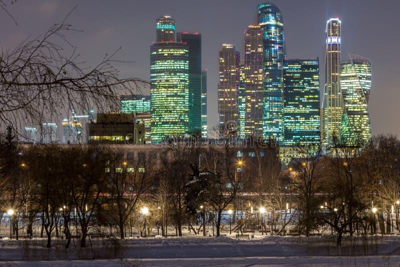"""Moskwa Międzynarodowy centrum biznesu MIBC, także znać jako """"Moscow City† jest handlowym okręgiem w środkowym Moskwa, Rosja obraz royalty free"""