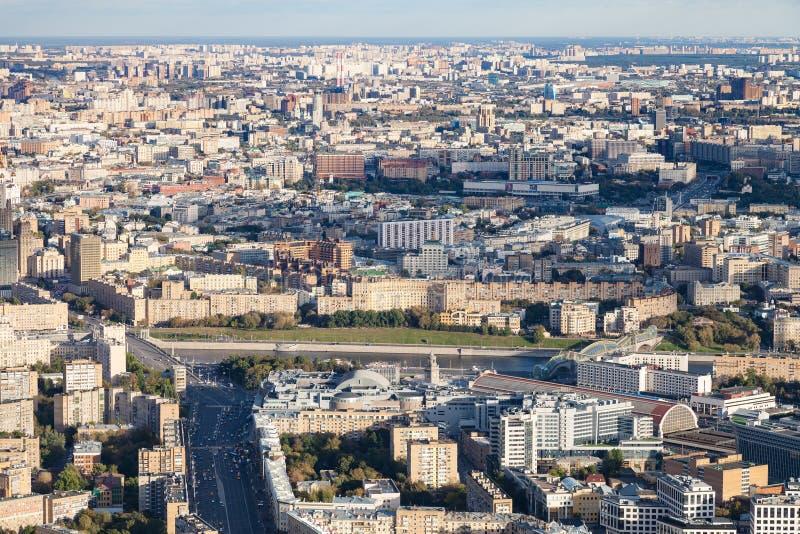 Moskwa miasto z Bolshaya Dorogomilovskaya ulicą zdjęcie stock