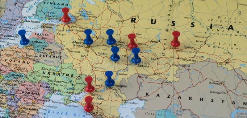 Moskwa Przyczepiał z innymi pucharu świata miejsca wydarzenia miastami w zbliżenie mapie dla futbolowego pucharu świata 2018 w Ro zdjęcie royalty free