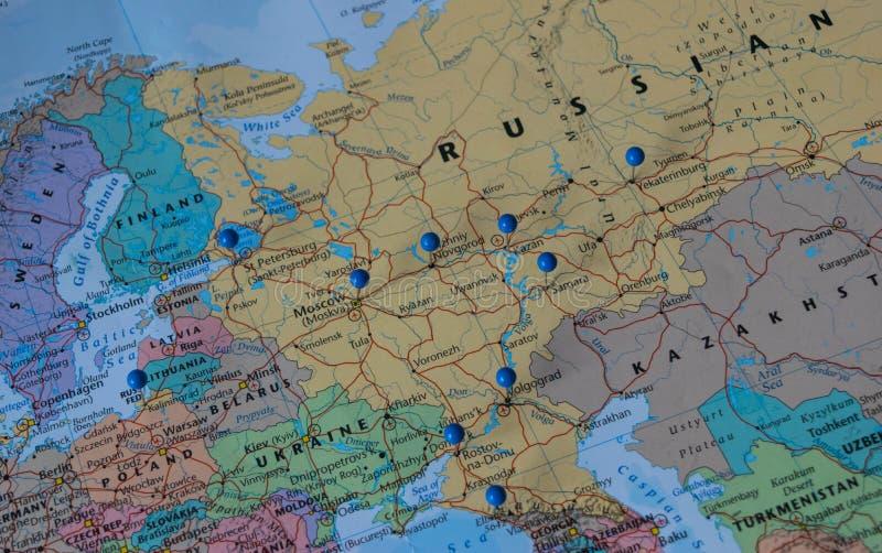 Moskwa Przyczepiał z innymi pucharu świata miejsca wydarzenia miastami w zbliżenie mapie dla futbolowego pucharu świata 2018 w Ro fotografia stock
