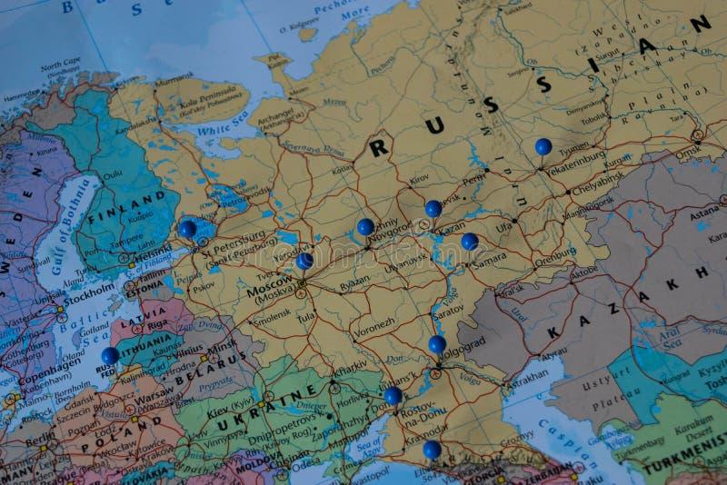 Moskwa Przyczepiał z innymi pucharu świata miejsca wydarzenia miastami w zbliżenie mapie dla futbolowego pucharu świata 2018 w Ro zdjęcia royalty free