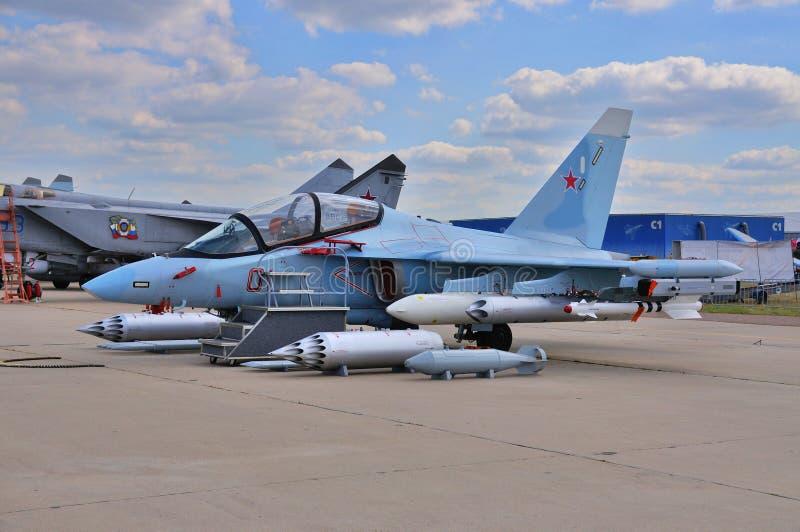 MOSKWA ROSJA, AUG, - 2015: szturmowego samolotu Yak-130 mitynka presen zdjęcia stock