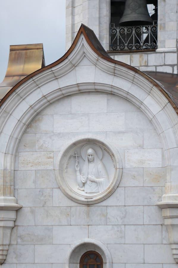 Moskwa, Rosja, bareliefu ` Nowy męczennika Uroczystego Duchess Elizabeth ` na ścianie kościół transfiguracja władyka zdjęcie stock