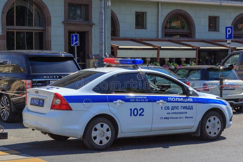 Moskwa Rosja, Czerwiec, - 03, 2018: Patrolowy samochód policyjny na ulicie w Moskwa na pogodnym lato ranku obraz royalty free