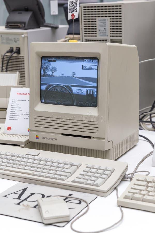 MOSKWA ROSJA, CZERWIEC, - 11, 2018: Stary oryginalny Apple Mac komputer w muzeum w Moskwa Rosja fotografia stock