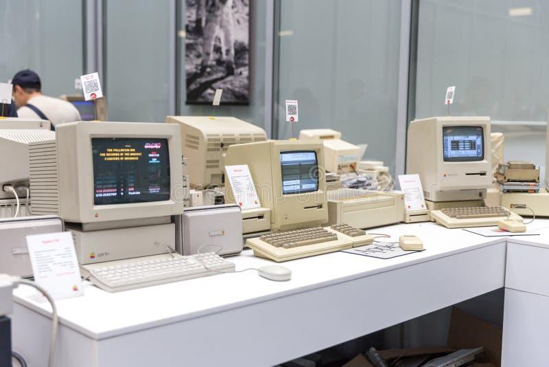 MOSKWA ROSJA, CZERWIEC, - 11, 2018: Stary oryginalny Apple Mac komputer w muzeum w Moskwa Rosja obraz stock