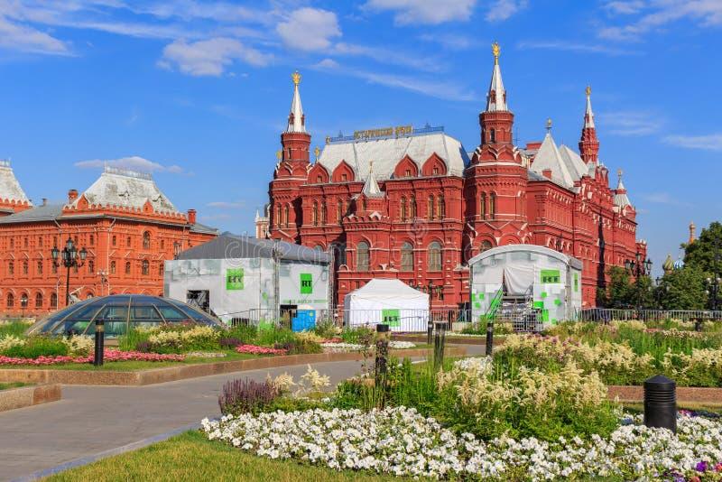 Moskwa Rosja, Czerwiec, - 28, 2018: Twierdzi Dziejowego muzeum w Moskwa przeciw niebieskiemu niebu w pogodnym lato wieczór Widok  fotografia royalty free