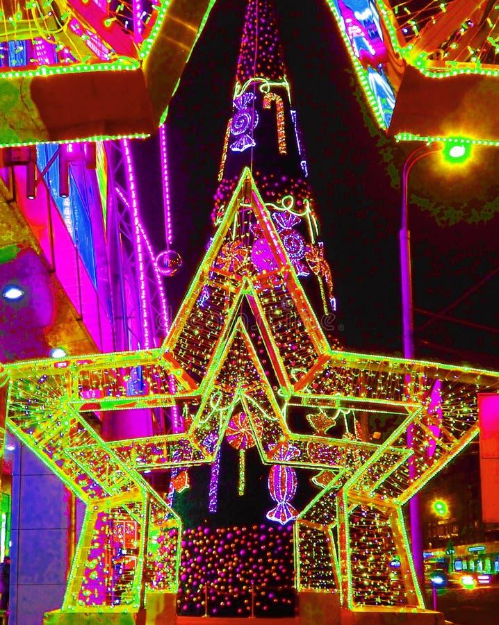 MOSKWA ROSJA, GRUDZIEŃ, - 2017: Nowy Rok 2018 i Bożenarodzeniowa nowego roku ` s dekoracja ulica w postaci tunelu gwiazdy zdjęcie royalty free