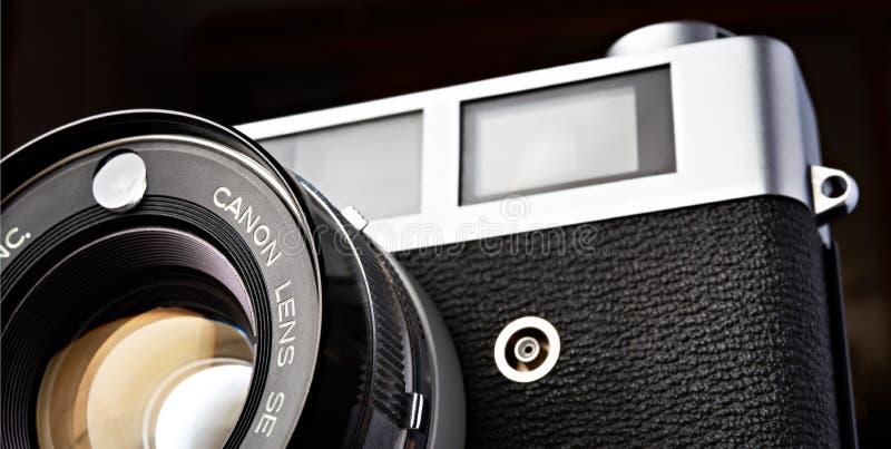 Moskwa, ROSJA - 13 KWIETNIA 2020: Canon QL 19 rangefinder vinder kamera 1965 zdjęcia royalty free
