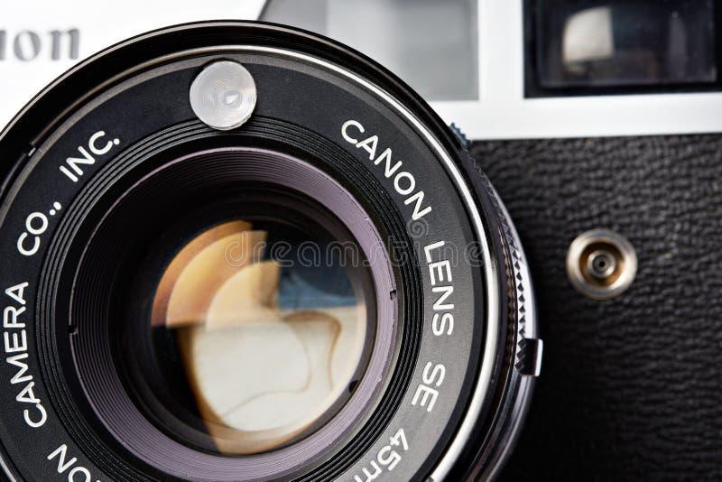 Moskwa, ROSJA - 13 KWIETNIA 2020: Canon QL 19 rangefinder vinder kamera 1965 fotografia stock