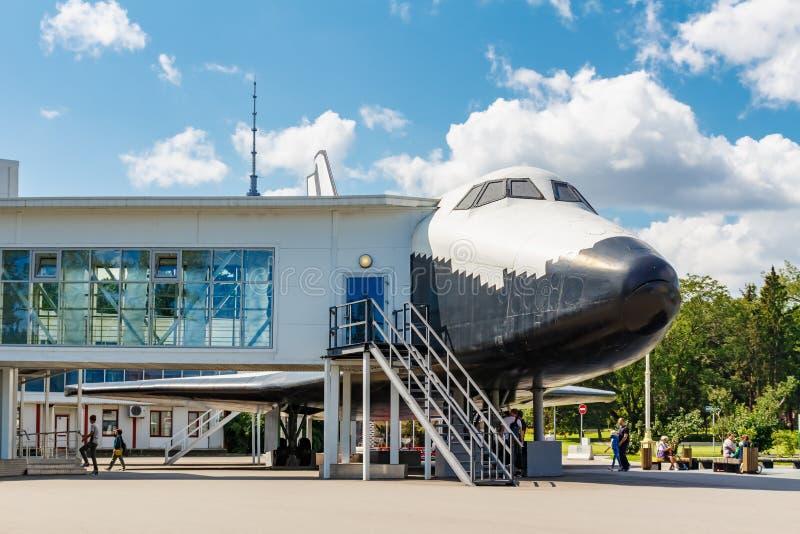 Moskwa Rosja, Lipiec, - 22, 2019: Interaktywny muzeum wśrodku modela oczodołowy statek Buran BTS-001 w VDNH parku w Moskwa obraz royalty free