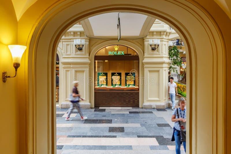 Moskwa Rosja, Lipiec, - 28, 2019: Witryny sklepowe Rolex butik w GUMOWYM departament stanu sklepie na placu czerwonym w Moskwa wi obraz stock