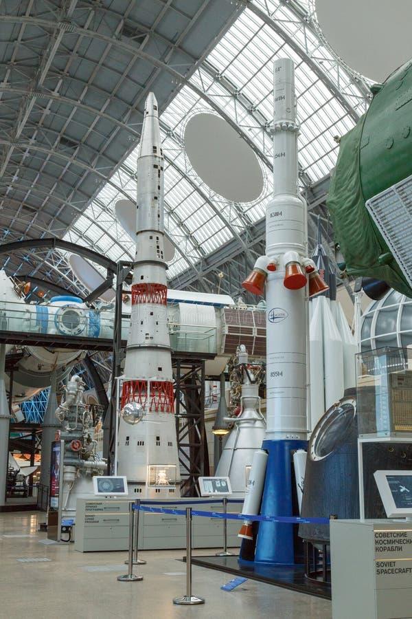 Moskwa Rosja, Listopad, - 28, 2018: Wewnętrzna wystawa w Astronautycznym pawilonie przy VDNH Nowożytny muzeum rosyjski kosmos obrazy stock