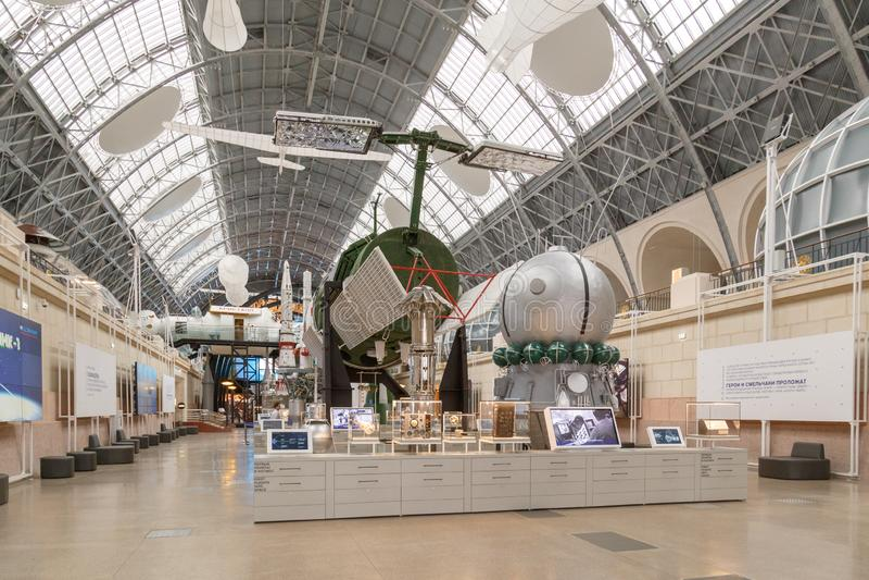 Moskwa Rosja, Listopad, - 28, 2018: Wewnętrzna wystawa w Astronautycznym pawilonie przy VDNH Nowożytny muzeum rosyjski kosmos zdjęcie stock