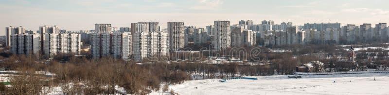 MOSKWA ROSJA, LUTY, - 2017: Borisovskie Prudy, Borisovskie stawy -, Borisovo okręg, trójca kościół, Orekhovo okręg, park obraz royalty free